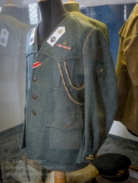 X-MAS (Decima Flottiglia MAS) officer's grey-green jacket with white lapel badges for sea duty. Note also the German Iron Cross award ribbon.