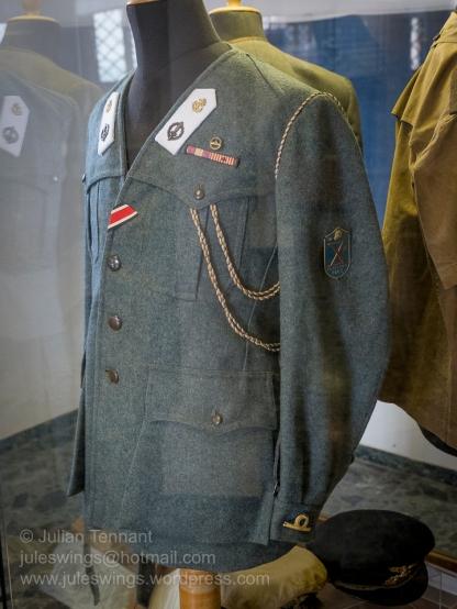 X-MAS (Decima Flottiglia MAS) officer's grey-green jacket with white lapel badges for sea duty. Note also the German Iron Cross award ribbon.