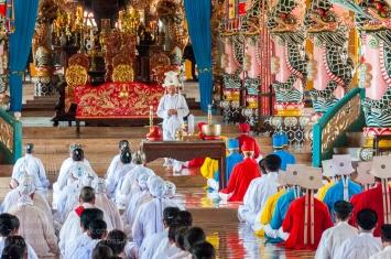 Midday prayer service at the Cao Đài Holy See in Tây Ninh. Photo: Julian Tennant