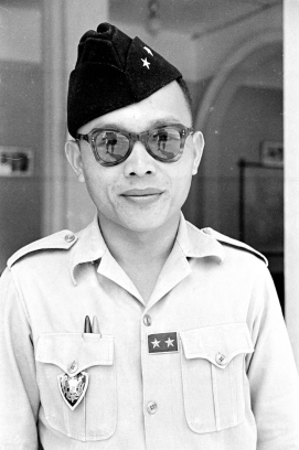 1950 portrait of General Nguyễn Văn Thành. Note the distinctive Cao Đài pocket crest badge. This is the locally made variation. Photo: Harrison Forman LIFE Magazine 1950.