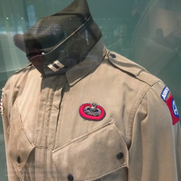 """M42 jump jacket and side cap belonging to Captain Robert """"Bob"""" Piper of the 505th Parachute Infantry Regiment. Bob Piper took part in all the actions of the 82nd Airborne Division in WW2 and made five combat jumps. Photo: Julian Tennant"""