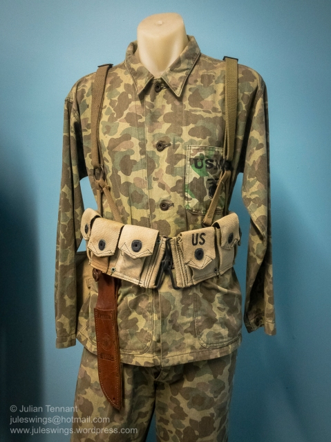 Described as WW2 US Marine Corps. This display features a reproduction uniform (identified by the cut and stitiching) plus contemporary K-Bar scabbard embossed with the EGA insignia. Several US collectors have also questioned the authenticity of the belt and magazine pouches used in this display. Whilst it is understandable that museums sometimes include reproductions in their dispays, it undermines the integrity of the institution when they are not identified as such. Photo: Julian Tennant