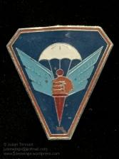 Enamelled metal sleeve badge of the Dutch East Indies (KNIL) Parachute School (School Opleiding Parachutisten), 1945-50. Photo: Julian Tennant