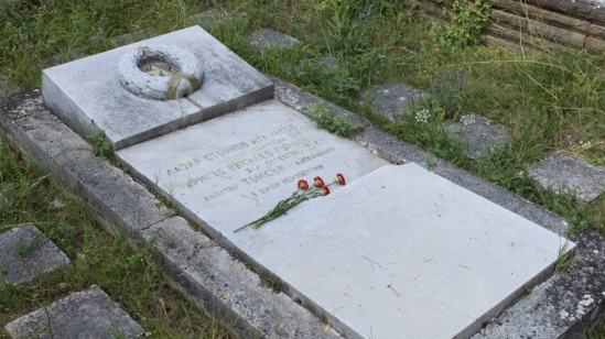 grave_of_frank_thompson_in_litakovo_bulgaria-990x556