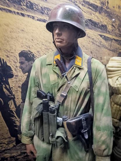 2 Overloon Oorlogsmuseum Fallschirmjäger collection Africa-7
